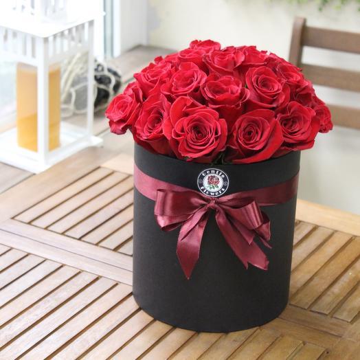 25 эквадорских роз в шляпной коробке. Premium