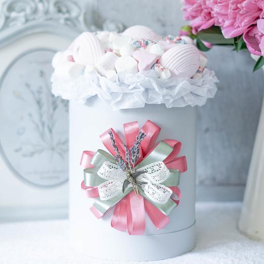 Шляпная коробка со сладостями: букеты цветов на заказ Flowwow