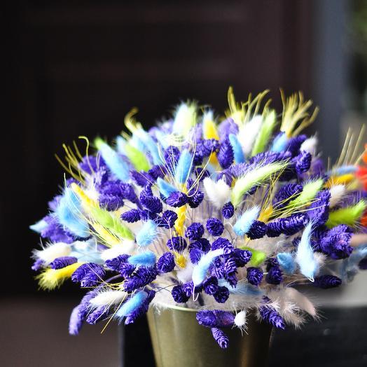 Вечный синий огонёк в золотом кашпо: букеты цветов на заказ Flowwow