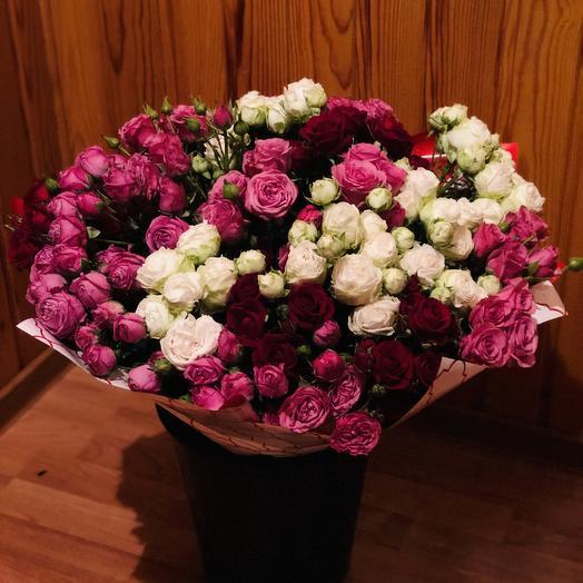 Воздушное облако кустовых роз: букеты цветов на заказ Flowwow