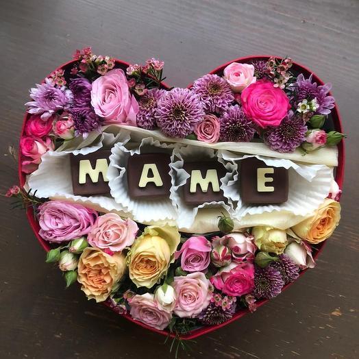 """Цветы в коробке """"Любимой мамочке"""""""