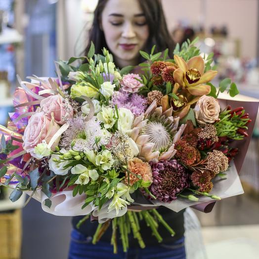 Букет с королевской протеей в розово-кофейной гамме: букеты цветов на заказ Flowwow