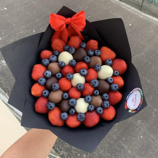 Букет из клубники в бельгийском шоколаде с голубикой: букеты цветов на заказ Flowwow