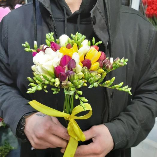 Фрезия от всего сердца: букеты цветов на заказ Flowwow