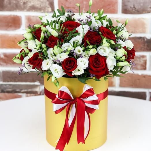 Шляпная коробка из белой эустомы с розой. N803: букеты цветов на заказ Flowwow