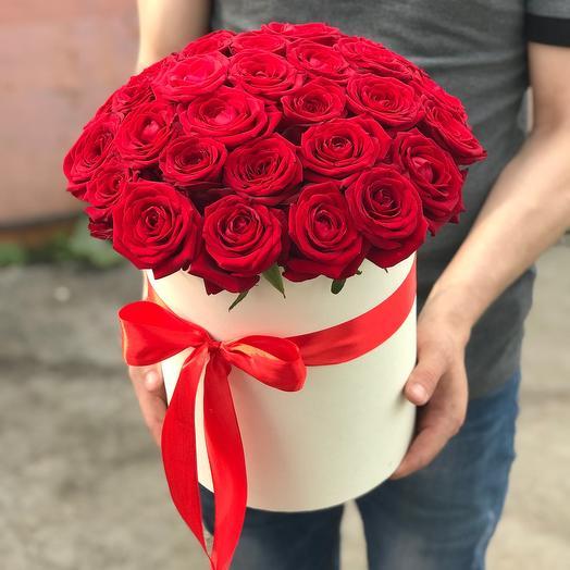 29 красных роз в коробке