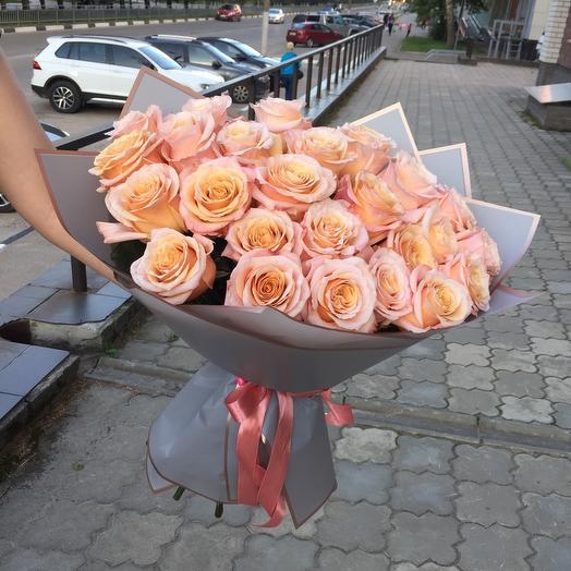 Розы пионовидные персиковые