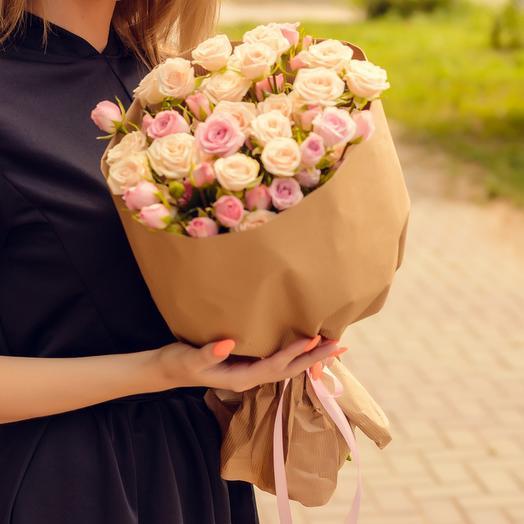 Букет из кустовой розы микс