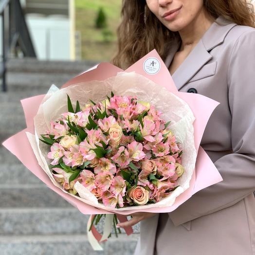 Bouquet of Alstroemeria and rose Kenya