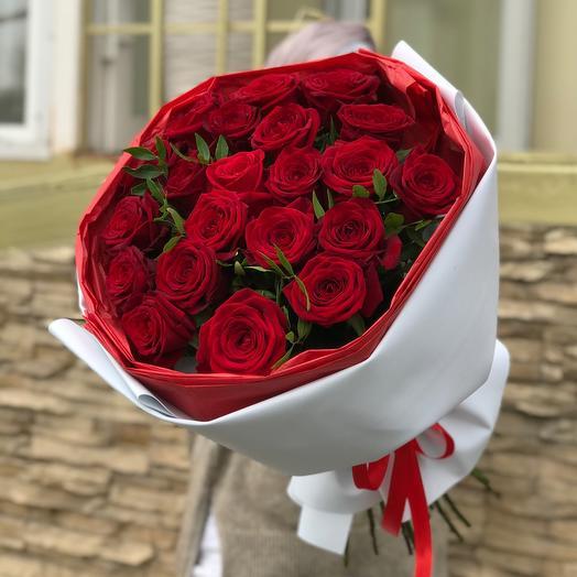Букет бархатных красных роз