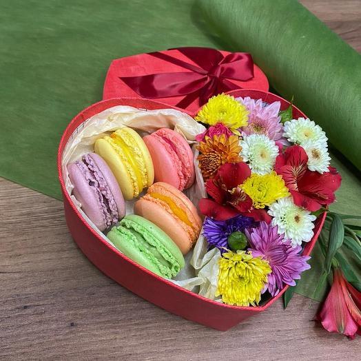 Цветы и пирожные