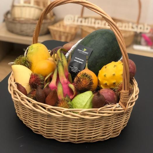 Большая корзина экзотических фруктов «Тайский арбуз»