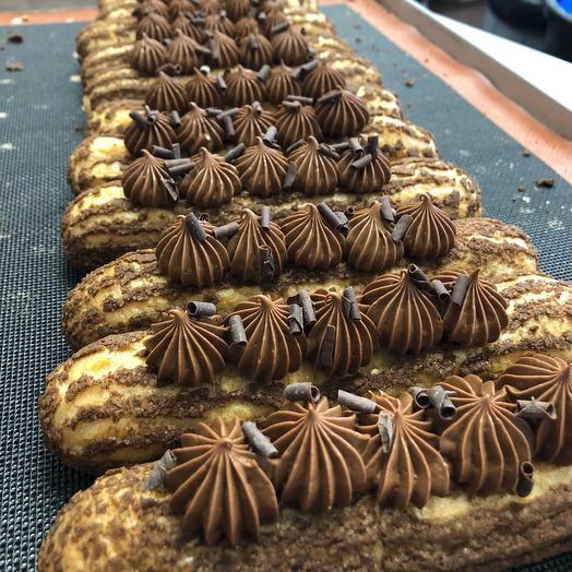 Эклер шоколадный с крамбл