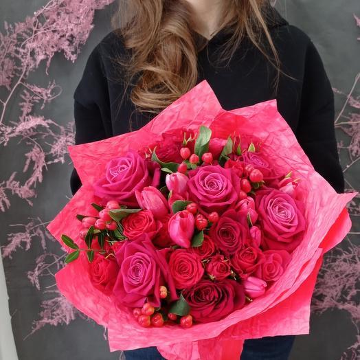 """""""Ягодка"""" С яркими и пылкими розами"""
