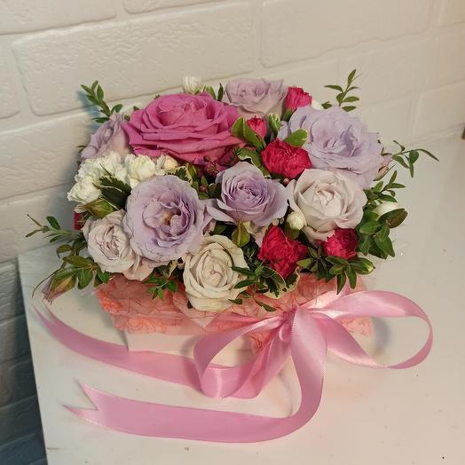 Красивая коробка с розами