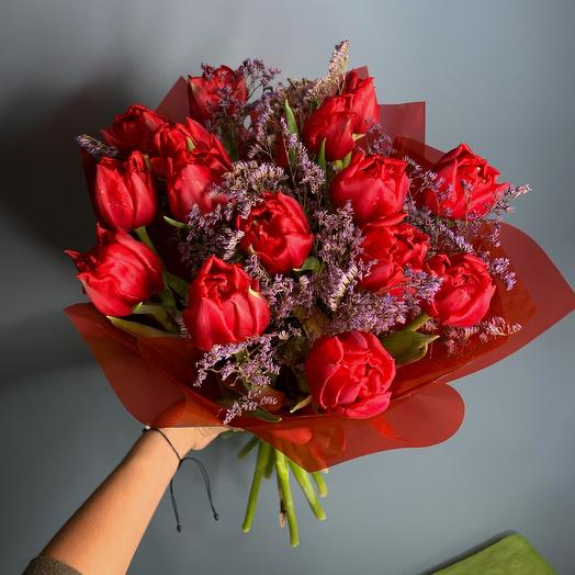 Scarlet tulips