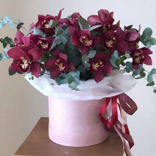 Короб с орхидеями
