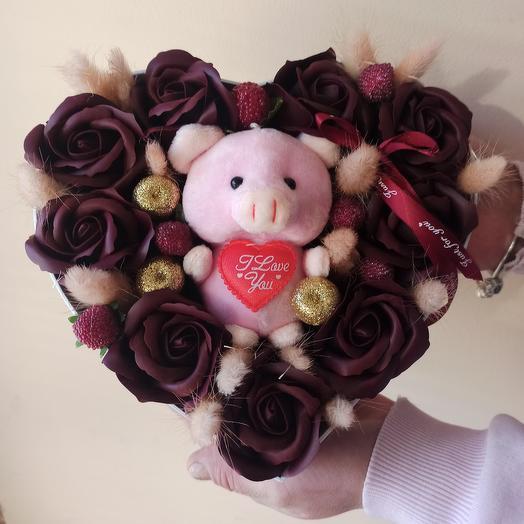 Подарочный набор с мыльными розами и игрушкой