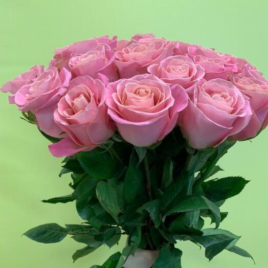 Букет из 15 элитных розовых роз
