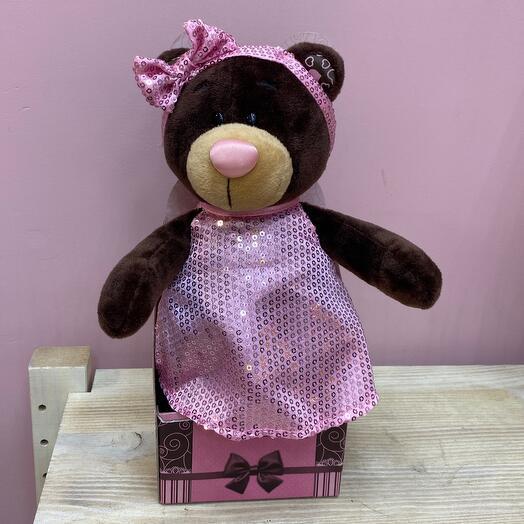 Медведь в розовом платье