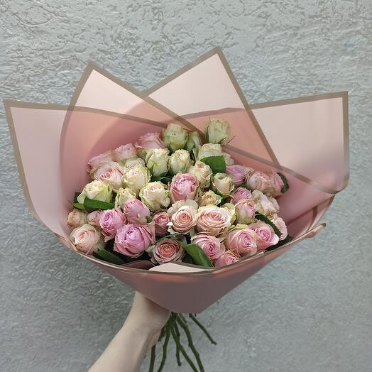 15 кустовых роз Эквадор в букете