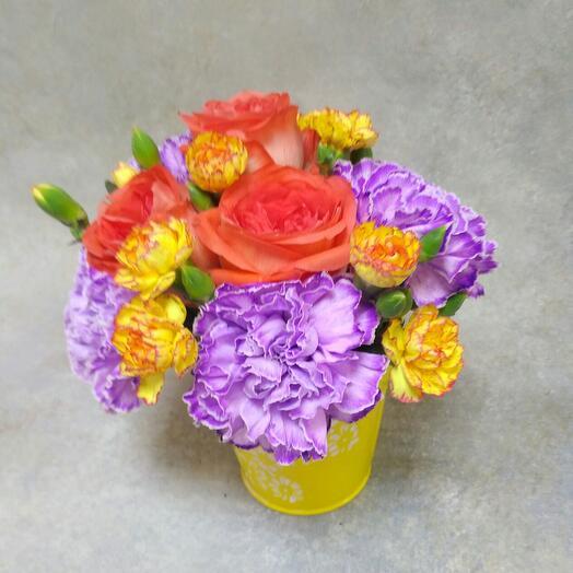 Ведерко с цветами