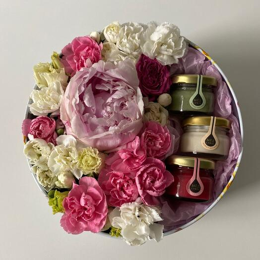 Цветы в коробке Пион и мёд-суфле 😋