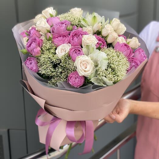 Букет Розовый флёр из роз, трахелиума и альстромерии