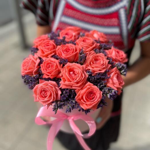 Кустовые Розы Барбадос в шляпной коробке