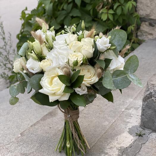 Букет невесты с лагурусом и гортензией