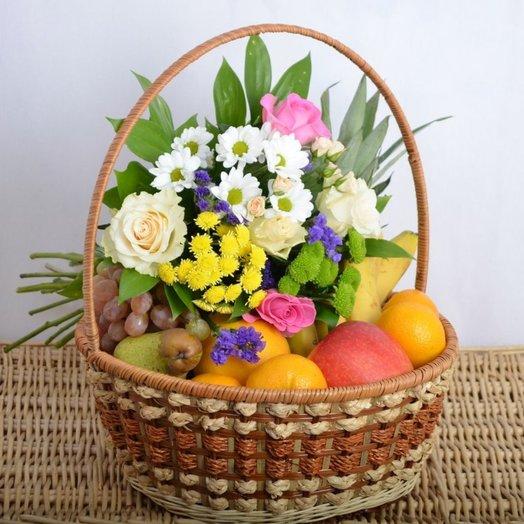 Цветочная корзина с фруктами