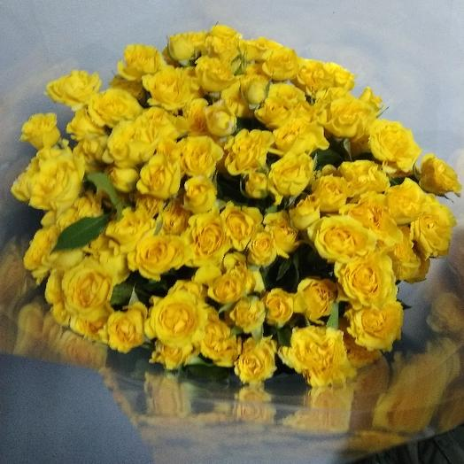 Букет из 21 желтой кустовой розы 50 см: букеты цветов на заказ Flowwow