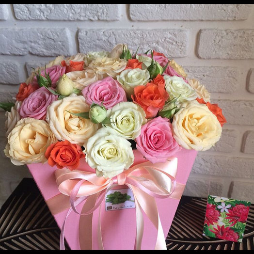 Розы в коробке : букеты цветов на заказ Flowwow