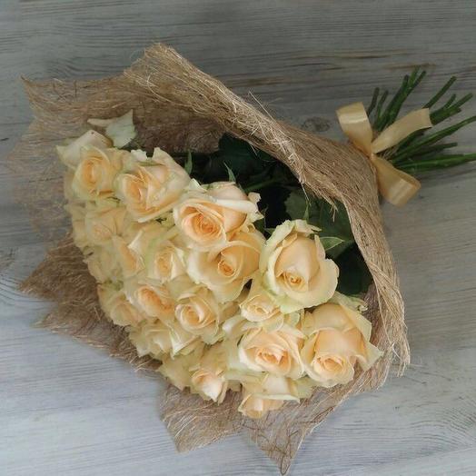 29 кремовых роз: букеты цветов на заказ Flowwow