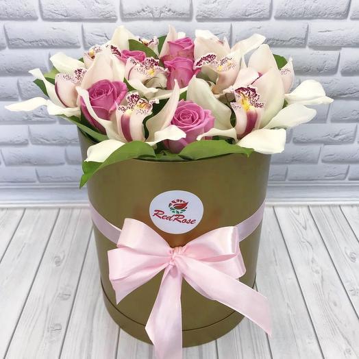 Орхидеи с розами в  золотой шляпной  коробочке: букеты цветов на заказ Flowwow