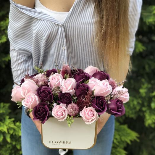 Коробка с розами из мыла: букеты цветов на заказ Flowwow
