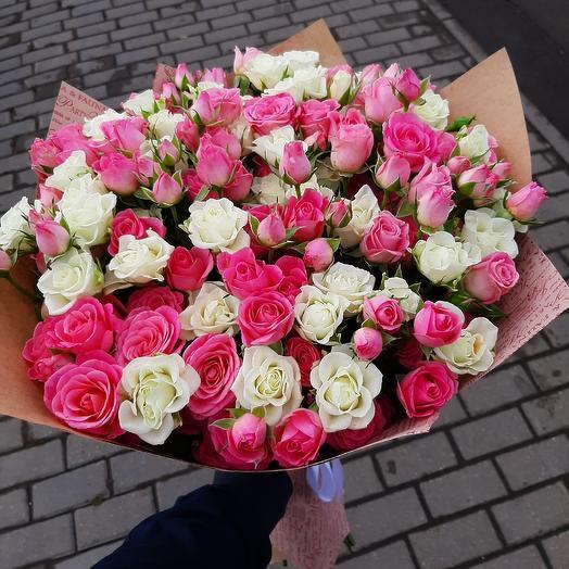 Микс из милых кустовых роз: букеты цветов на заказ Flowwow