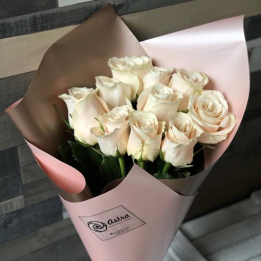 11 бежевых роз