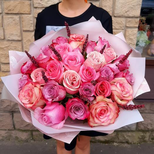 Букет с розами и лавандой