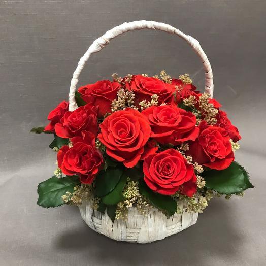 ✅ Корзина плетеная с розами