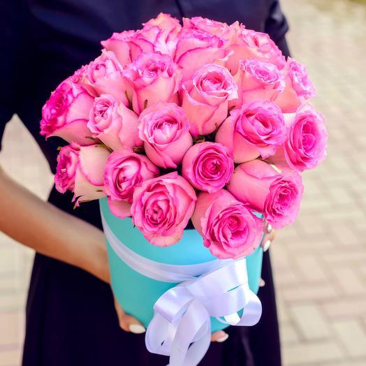 Розовые розы в бирюзовой коробке