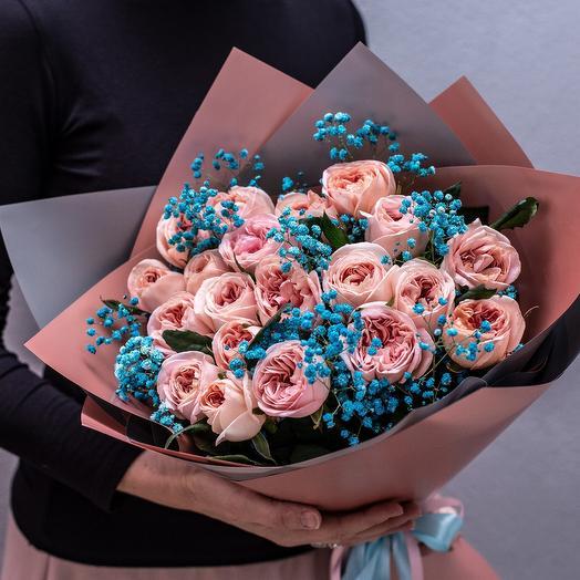 Пионовидные розы с декоративной зеленью