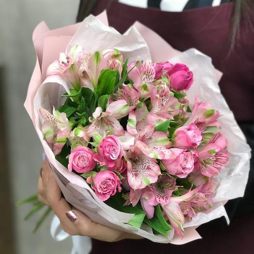 Авторский букет из Пионовидных кустовых роз и Альстромерий