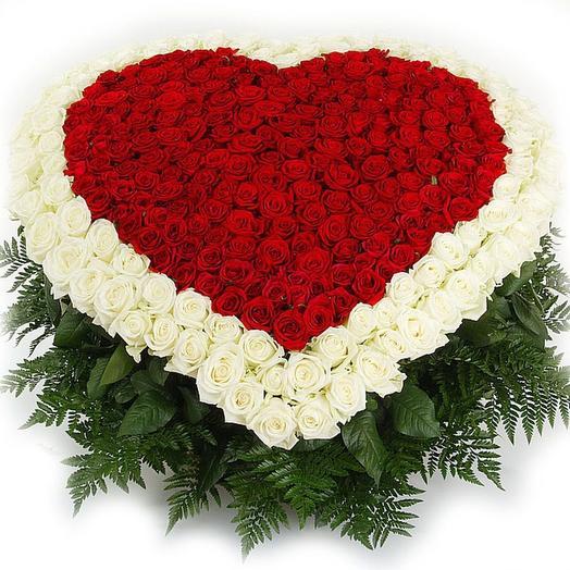 Шикарное сердце из 101 розы