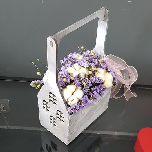 Ящик с окнами из сухоцветов