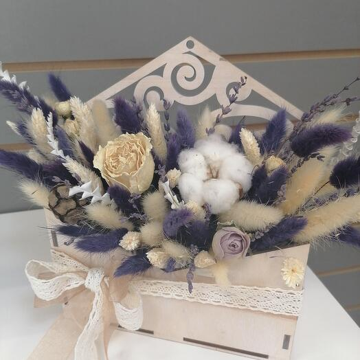 Envelope wood with dried flowers and cotton
