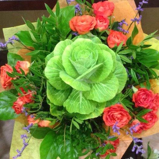 Букет из брассики и кустовой розы: букеты цветов на заказ Flowwow