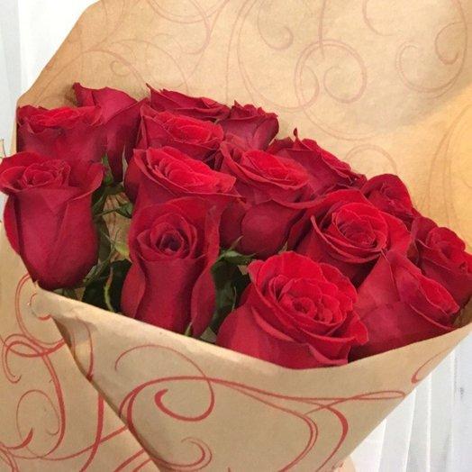 Букет из 15 премиум эквадорских роз в крафте: букеты цветов на заказ Flowwow