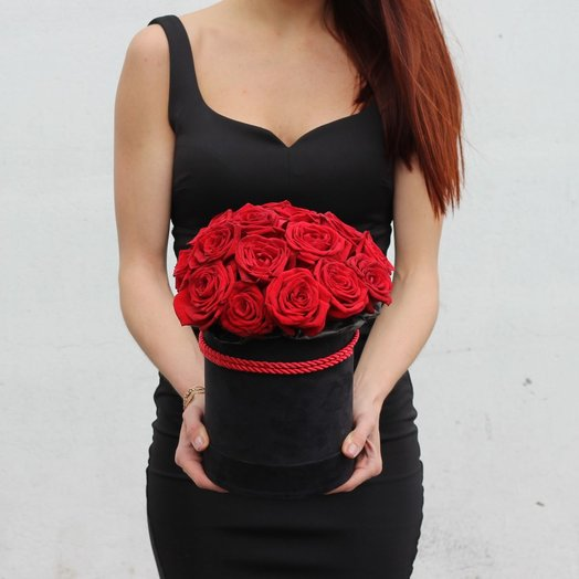 Красные розы в чёрной коробке: букеты цветов на заказ Flowwow