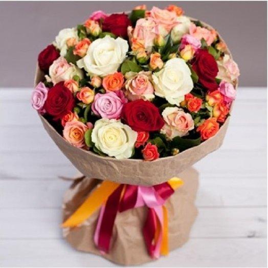 """Разноцветный букет из роз """"Яркое ассорти"""""""